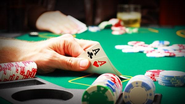Станьте хорошим игроком в покер – постоянно учитесь