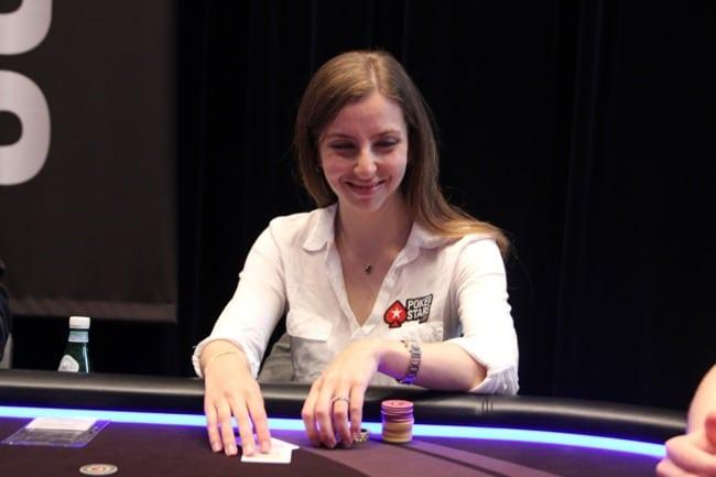 Мария Конникова играет в покер